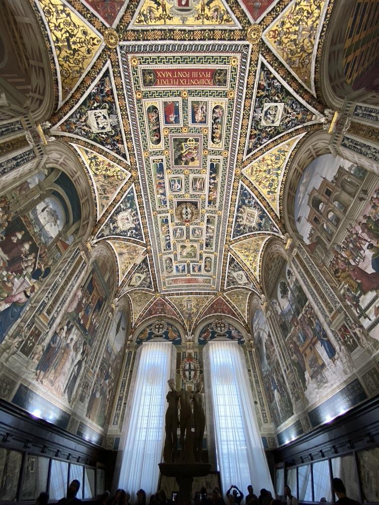 Sienna Cathedral del Santa Maria chapel alter